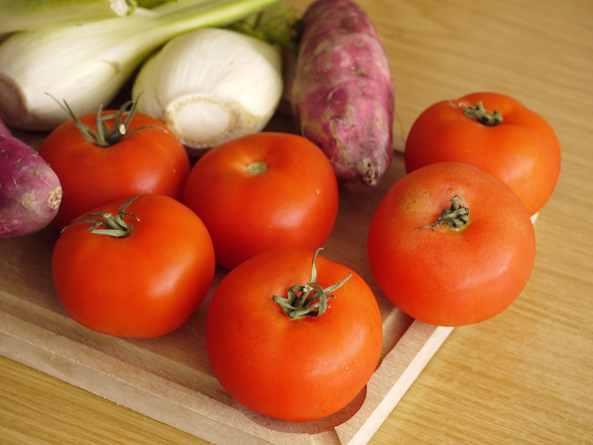 Tomatoes are a healthy food, but they trigger GERD in some people. GERD may in turn trigger an asthma attack.