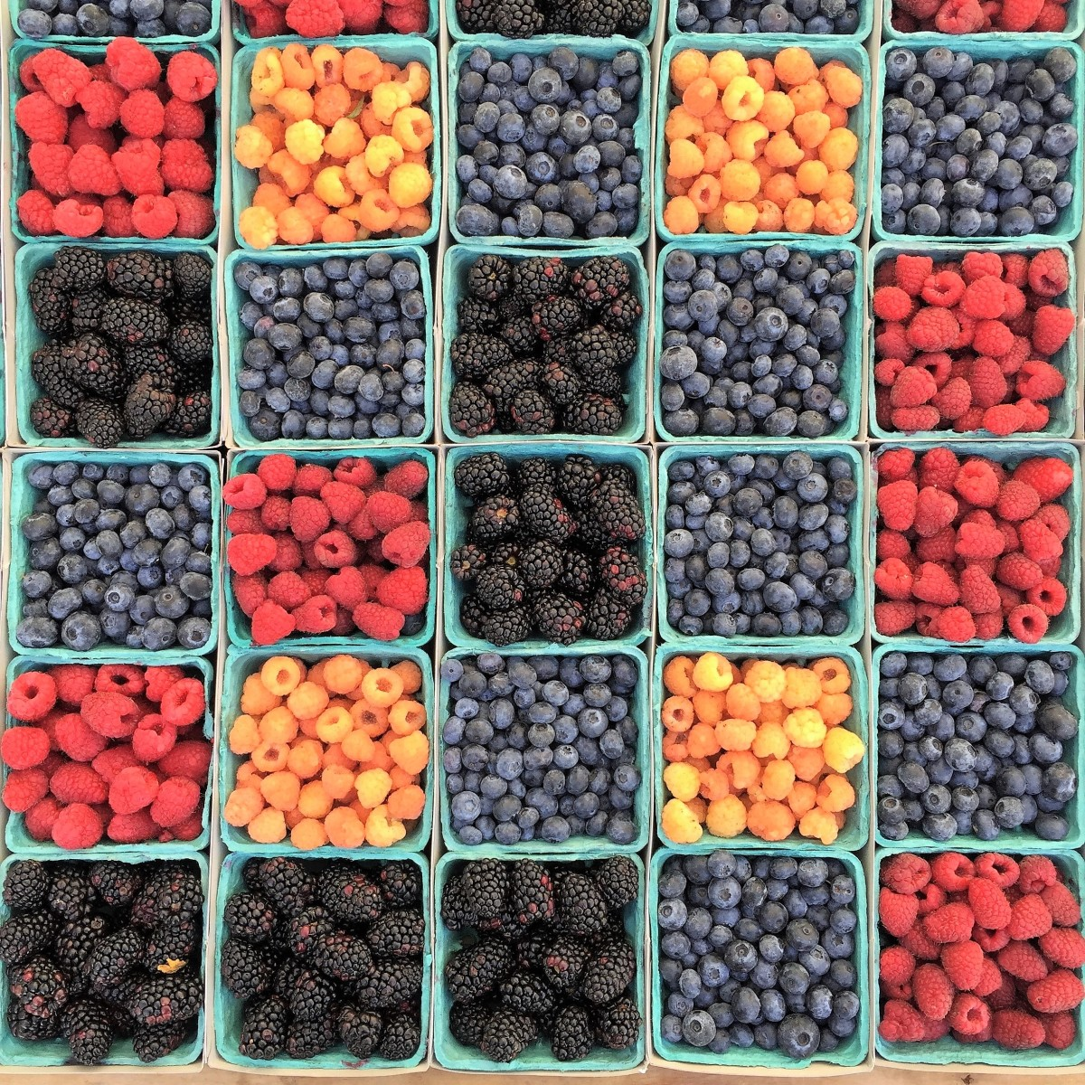 Raw berries are rich in vitamin C, which may help asthma.
