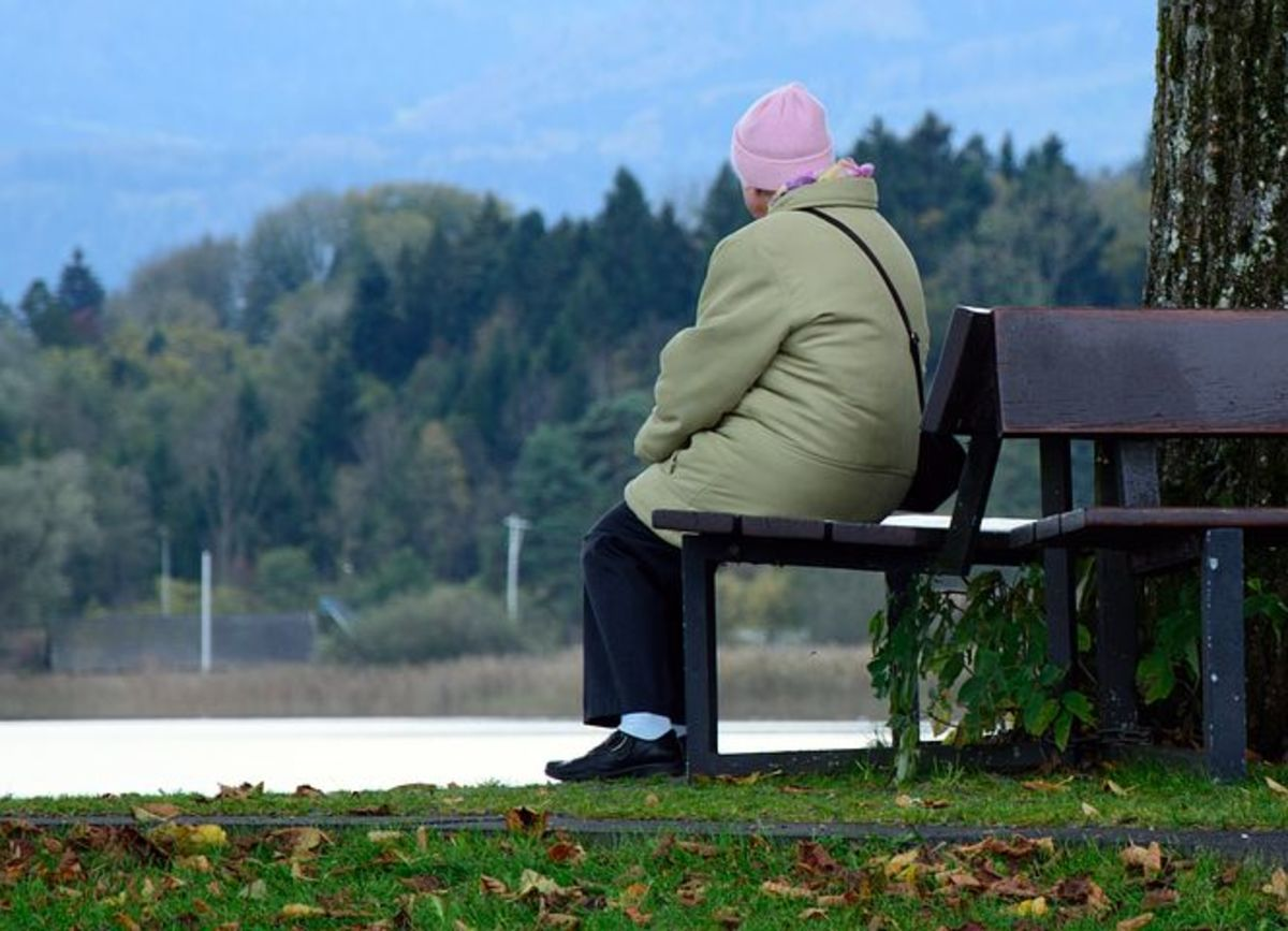 Humming decreases the sense of loneliness indoors or outdoors.