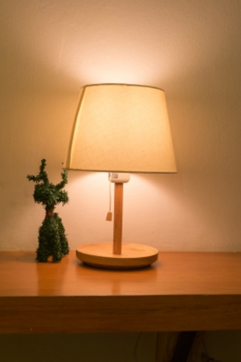 """Ever noticed how hotels often have very low lighting? There's a reason for it. Bright light stimulates the cerebral cortex, or """"thinking part"""" of your brain and can keep you awake. Low lighting has the opposite effect and helps you get to sleep"""