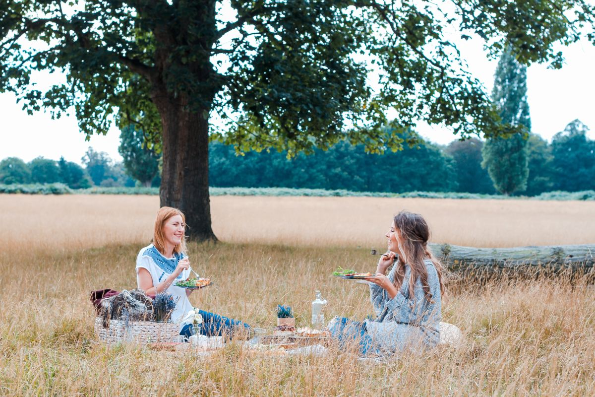 Having a picnic with a friend can help you forget about life's stressors.