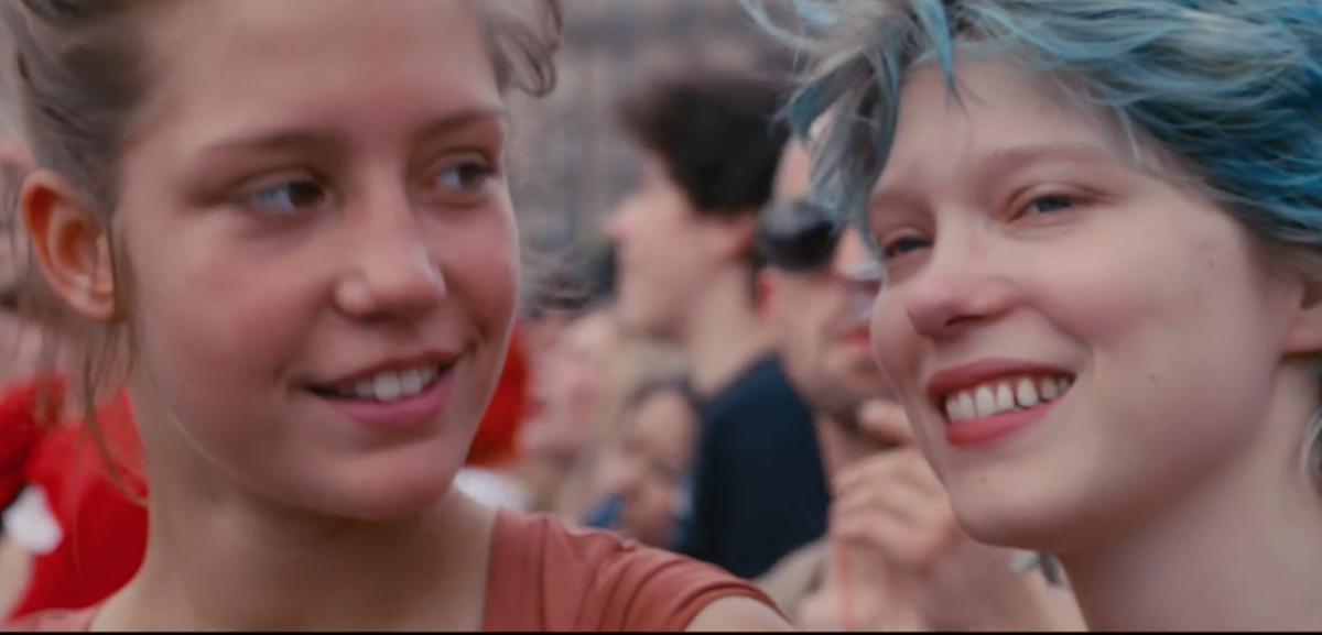 Emma's hair is bright blue when Adèle first meets her, representing the initial phase of their exciting, new connection. To Adèle, Emma represents young adult life, new thrills, color and bliss.