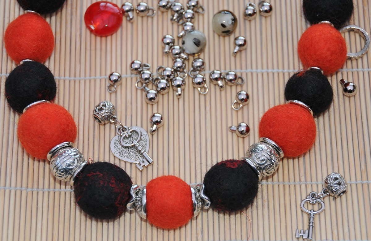 turn-on-the-charm-with-this-easy-diy-felt-necklace