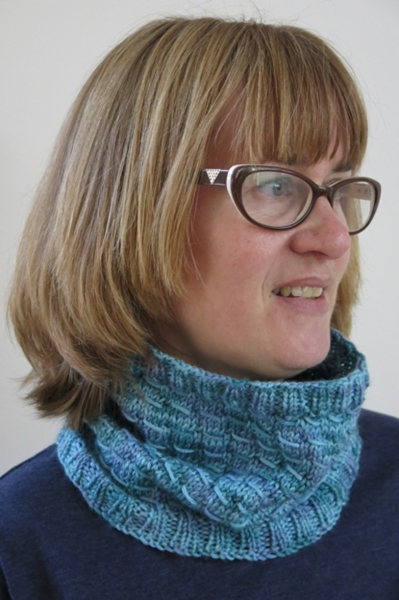 Free Knitting Pattern:  Slightly Shifting Knitted Cowl