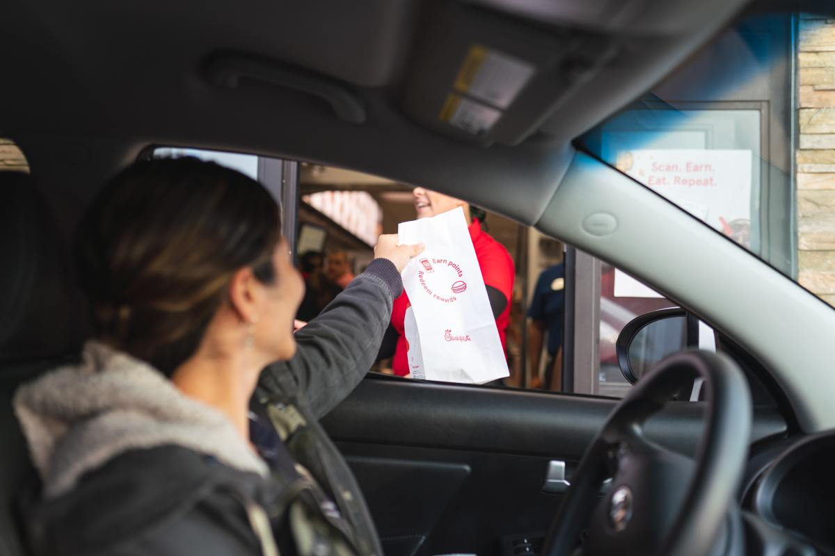 If you are not happy with your food or service, what's the best way to complain to a fast food restaurant? A letter demonstrates your seriousness.