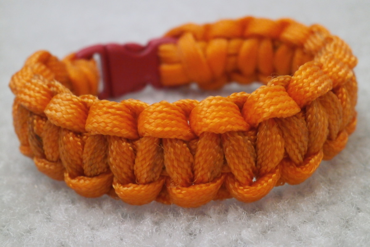 How to Make a Paracord Survival Bracelet or Keychain