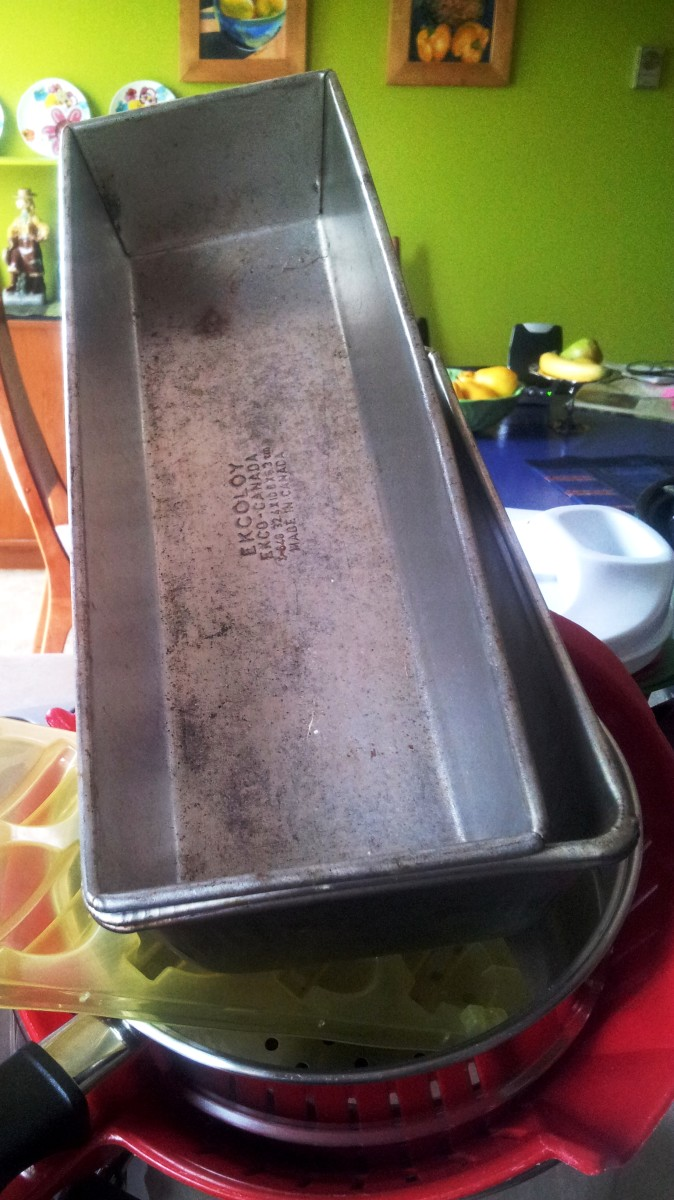 6 Ideas to Repurpose, Recycle, or Reuse Old Bread Pans