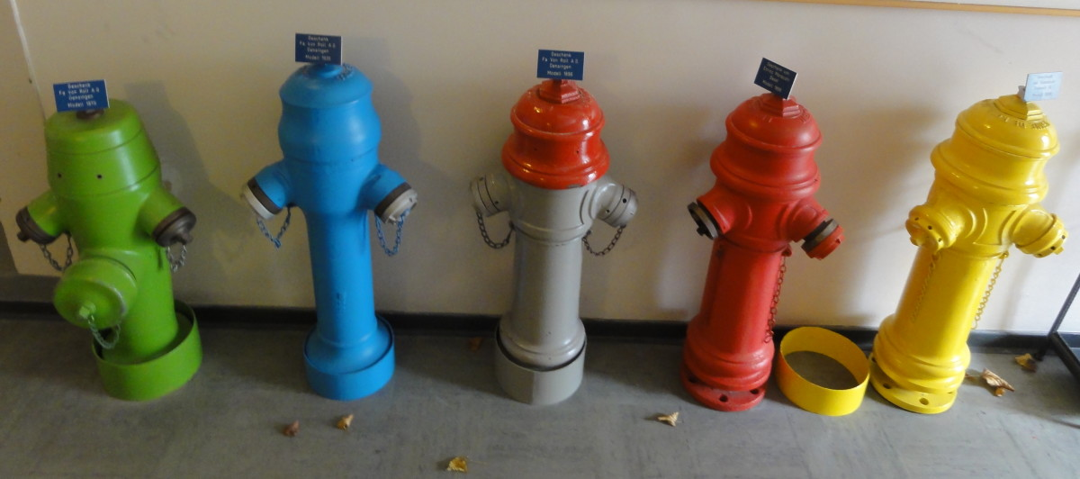 The colors of fire hydrants : What is the meaning of fire hydrant colors.