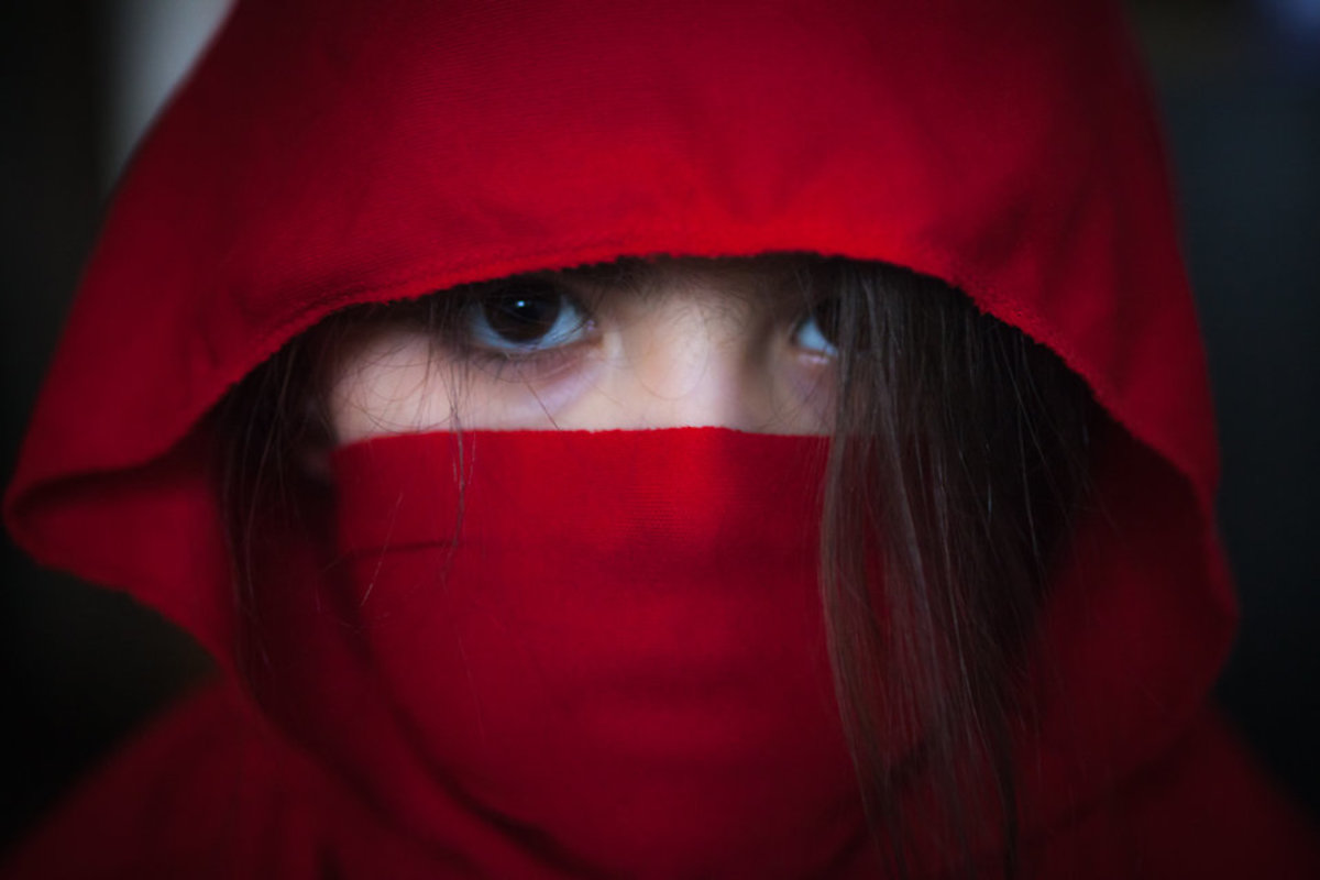 The fictional depictions of ninja in outfits and masks does not reflect the reality of the shinobi in 15th and 16th century Japan; they wore disguises but they tried to blend in so they could spy and infiltrate.