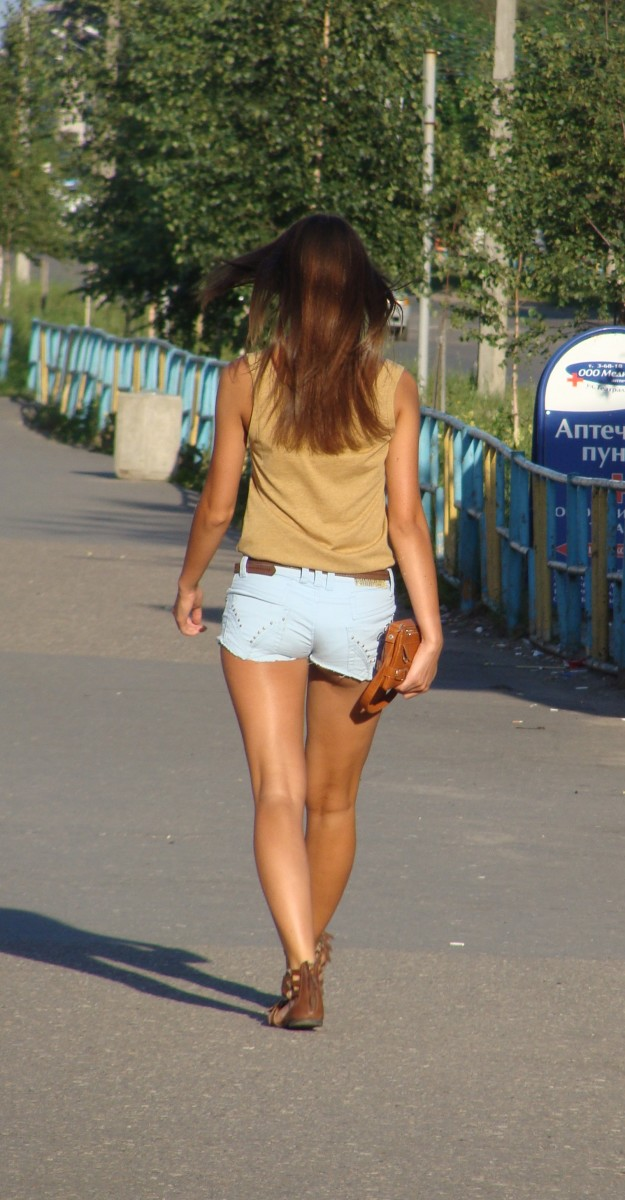 Tan skin looks good and healthy but you might want to take precautions before prolonged skin exposure to UV rays.