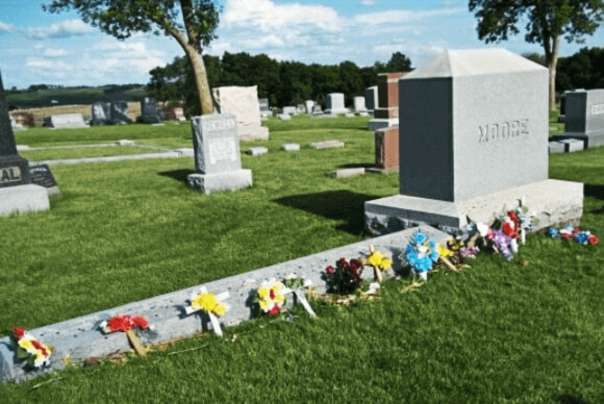 The final resting place of J.B. Moore, his wife Sarah, and their four children. The two Stillinger girls are buried just a stone's throw away.