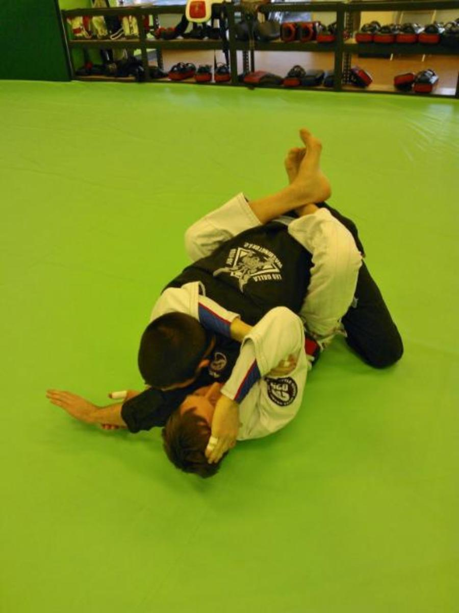 Going for the arm triangle.