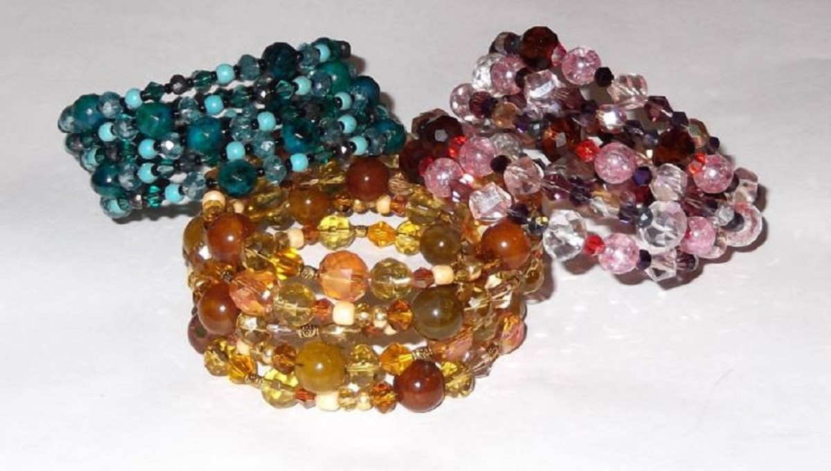 How to Make a Beaded Coil Bracelet (Step-By-Step Instructions)