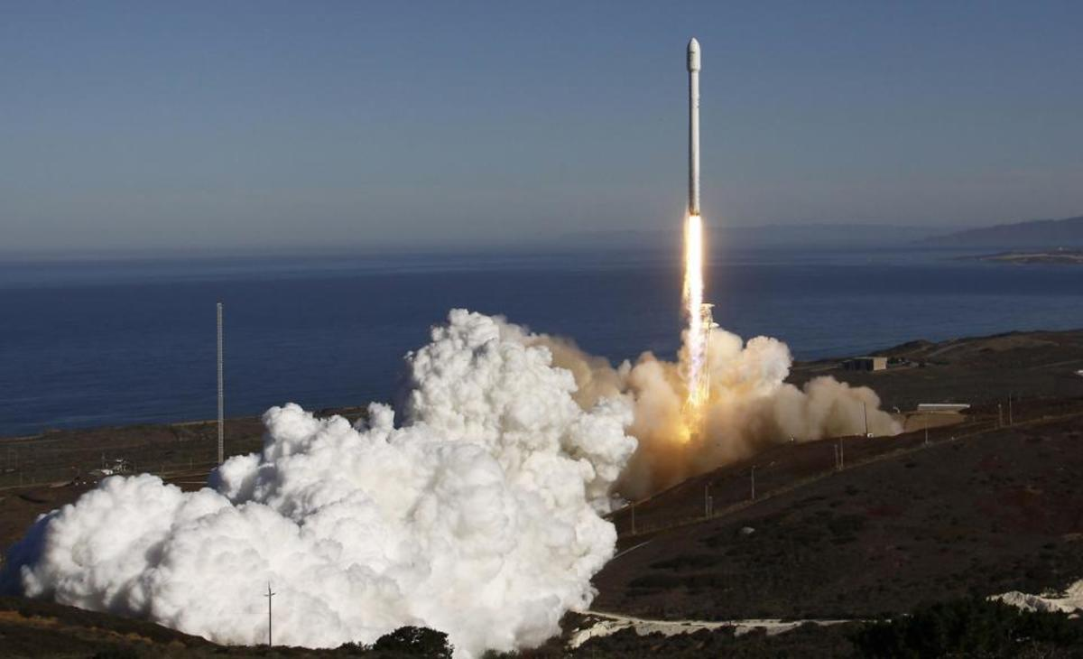 SpaceX, the Falcon 9, the Dragon, and the Quest for Interplanetary Spaceflight