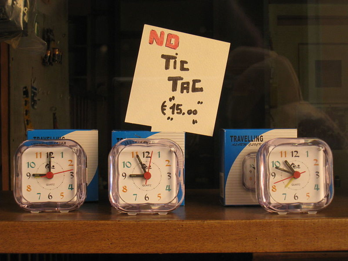 A sign in a shop window in Milan, Italy using onomatopoeia to show that the clocks are noiseless.