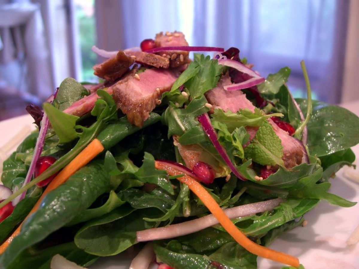 Beef, lettuce, carrot and mint salad (gluten-free).