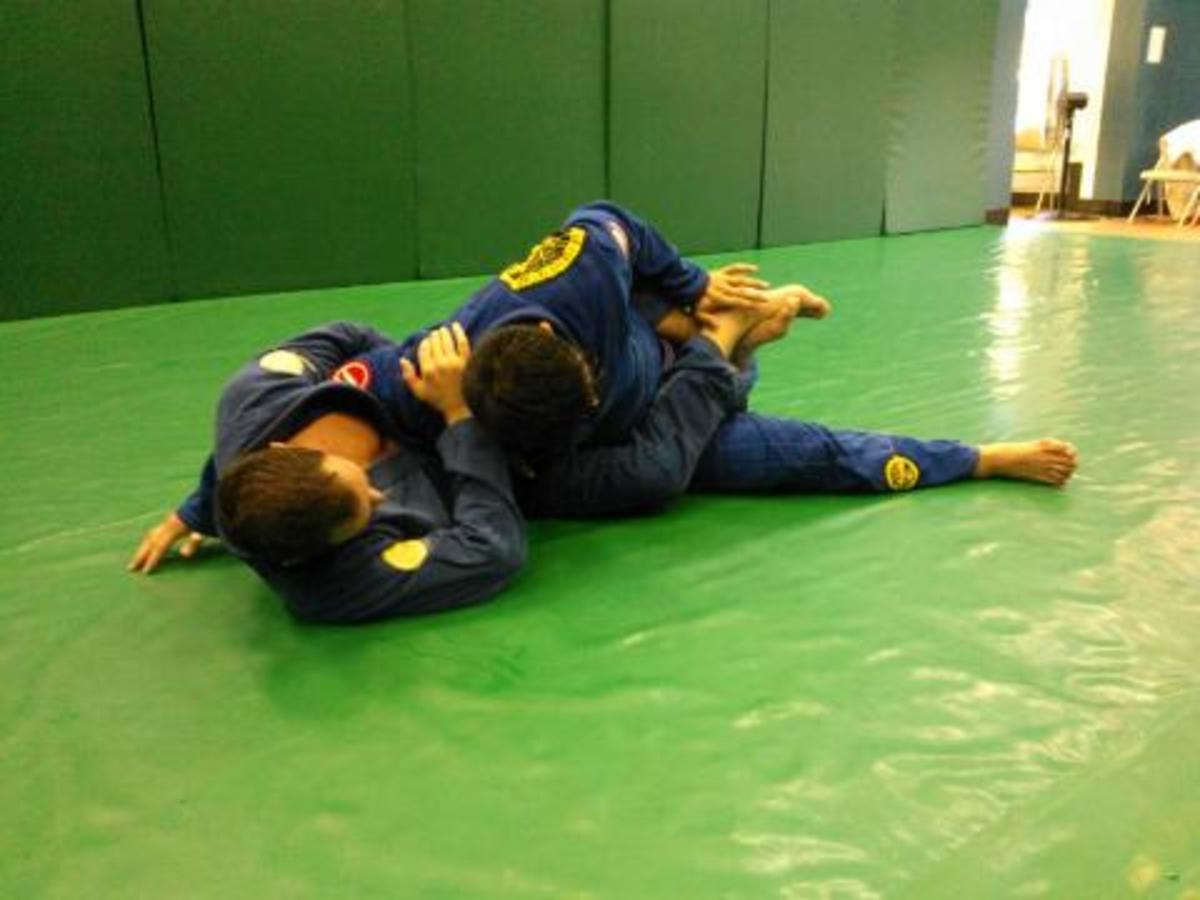 Tozi/Sao Paulo/Wilson Pass - Uncrossing the Feet and Finishing the Pass: A BJJ Tutorial