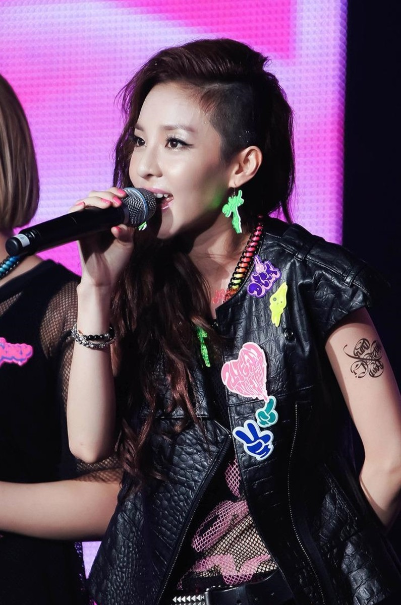 Park performing with 2NE1 in 2012.