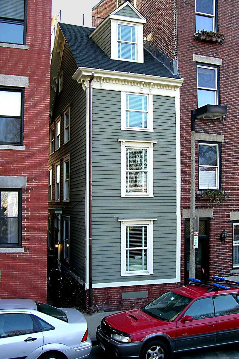 The 'Skinny House' in the City of Boston - a house built out of spite