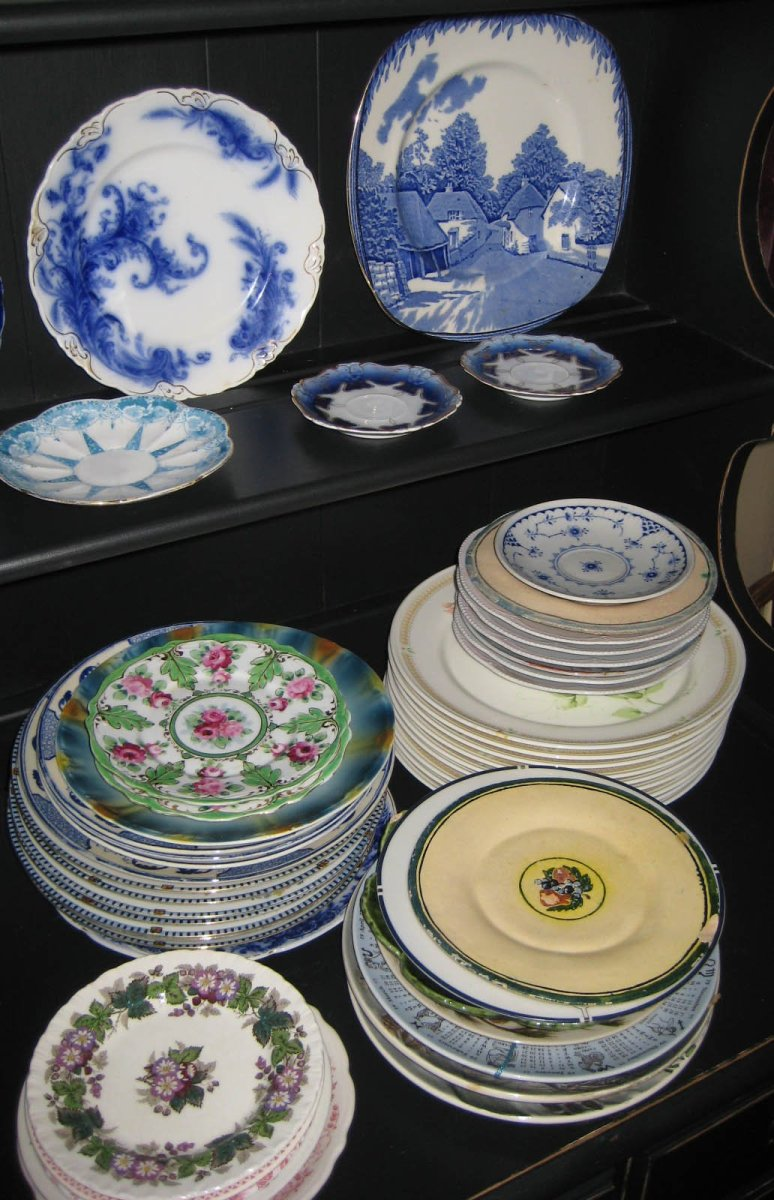 Collecting Antique and Vintage Plates and Dishware