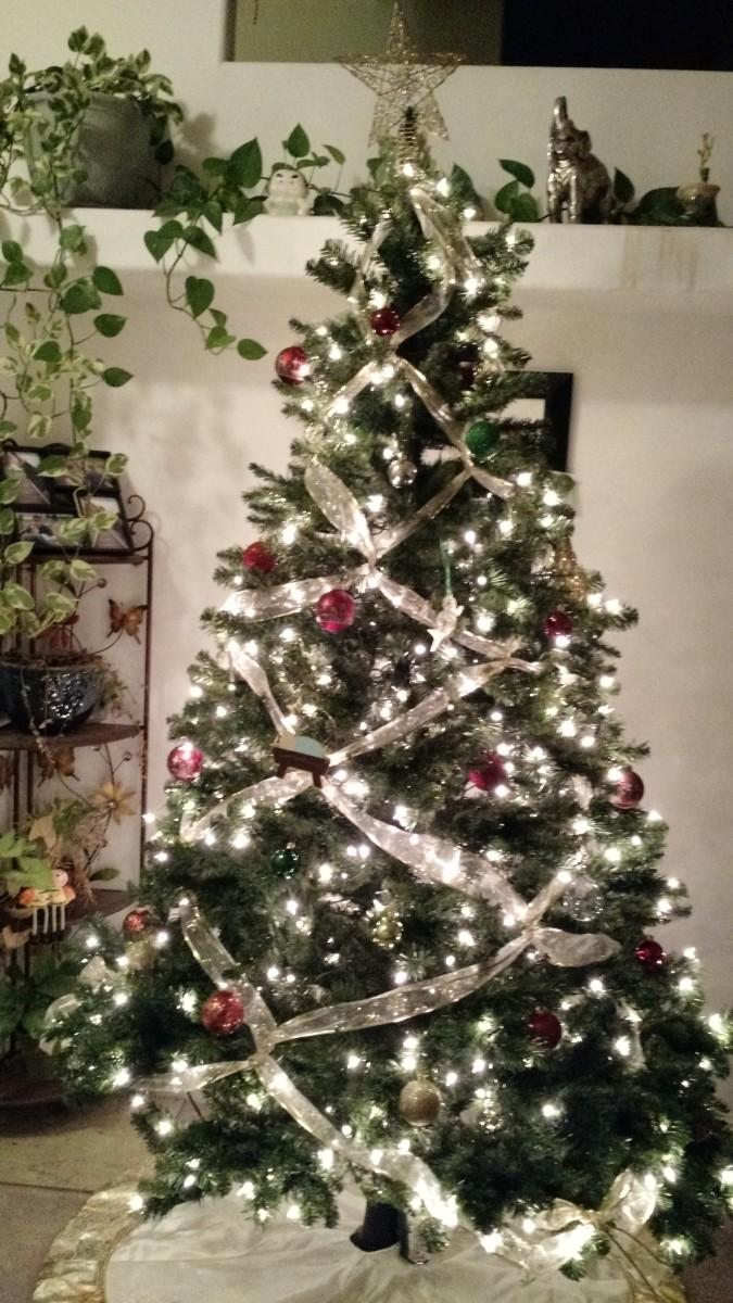 A Christmas Tree With Crisscrossed Ribbons