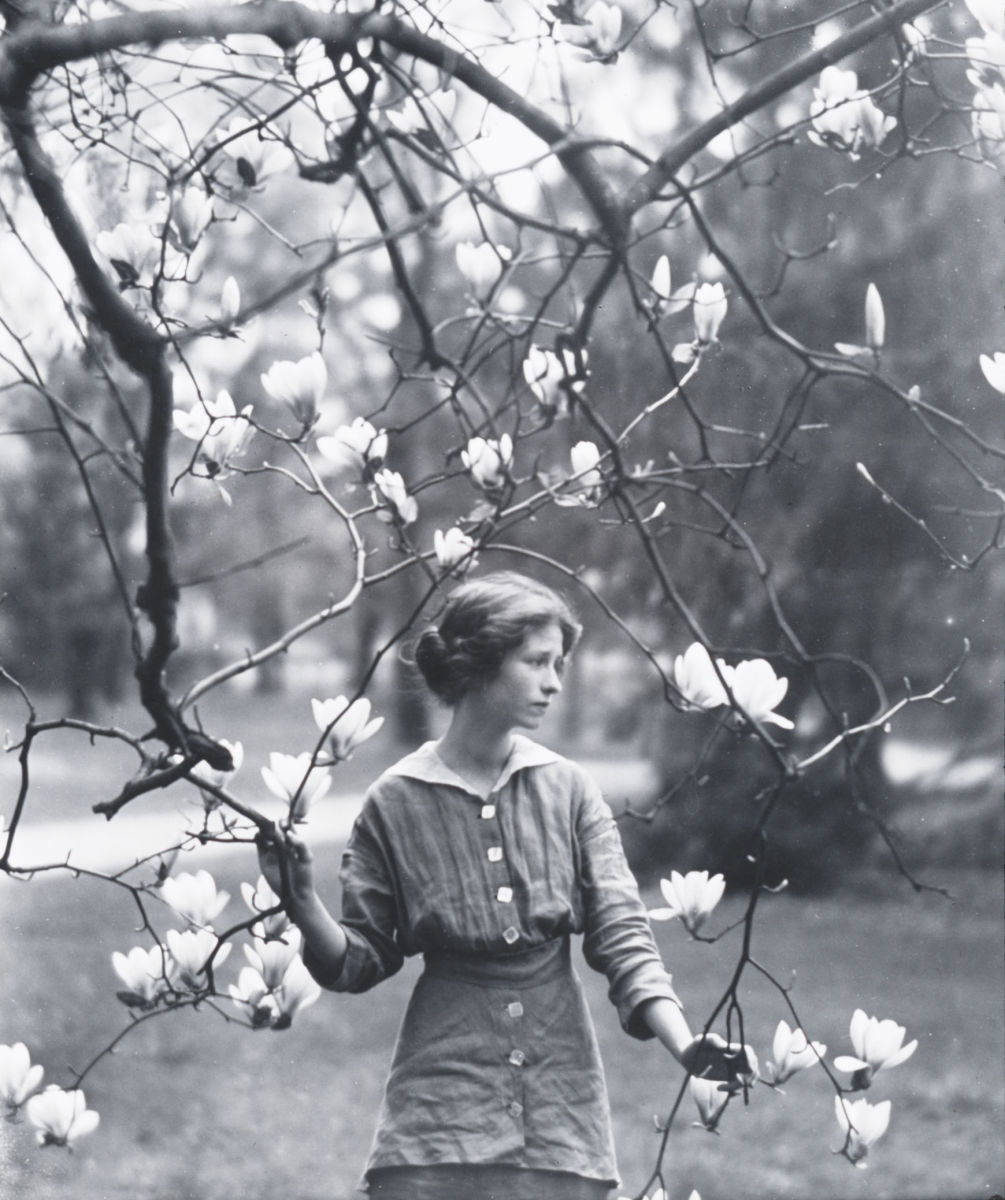 "Edna St. Vincent Millay's Sonnet I: ""Thou art not lovelier than lilacs,—no"""