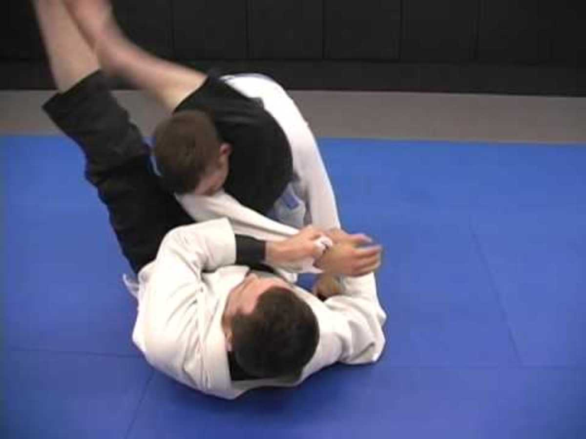 Using the triangle choke from closed guard.