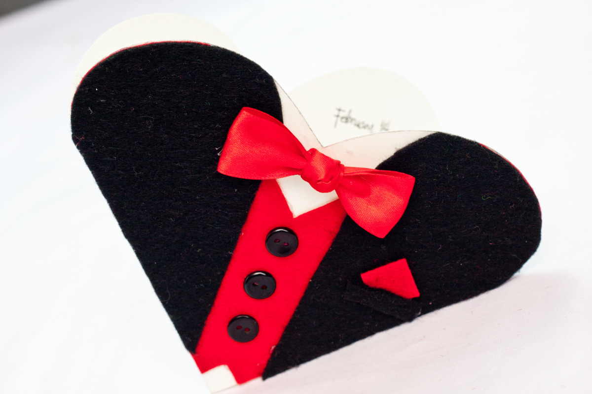 How to Make a Heart Shaped Valentine's Day Card