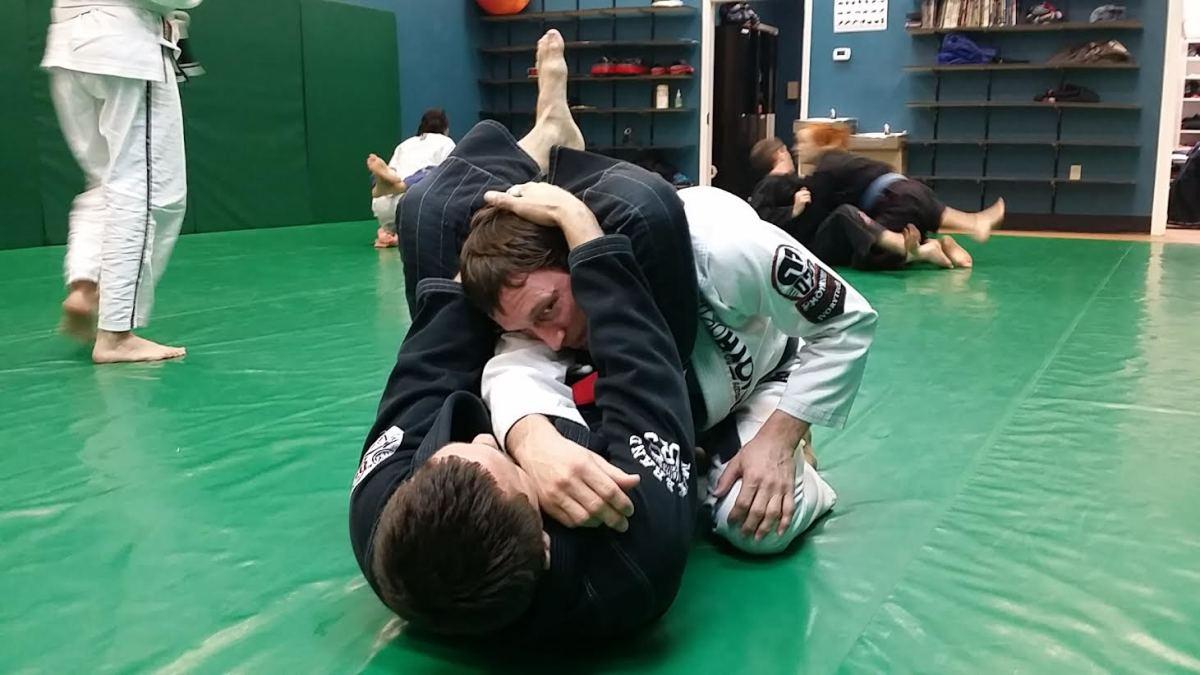 Finishing a triangle choke.