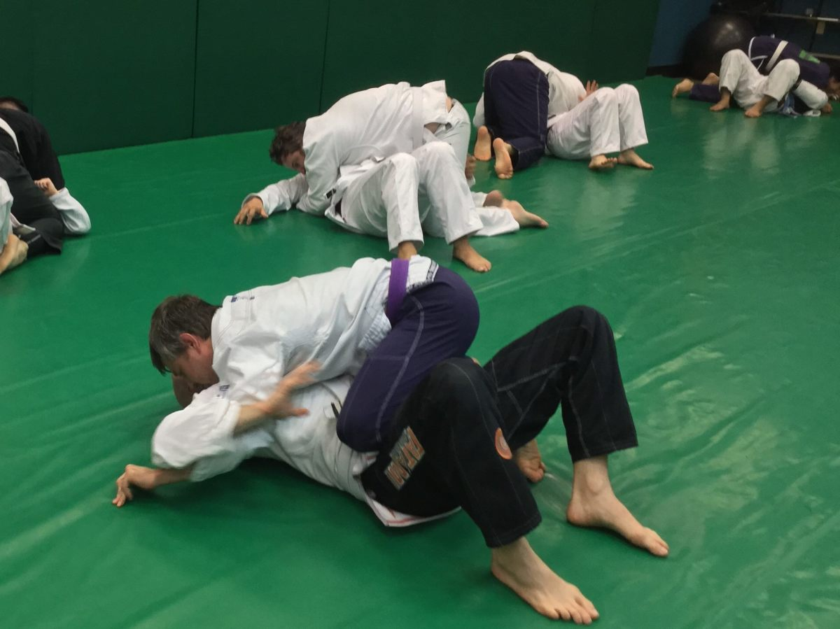 Using the reverse armbar from reverse mount.