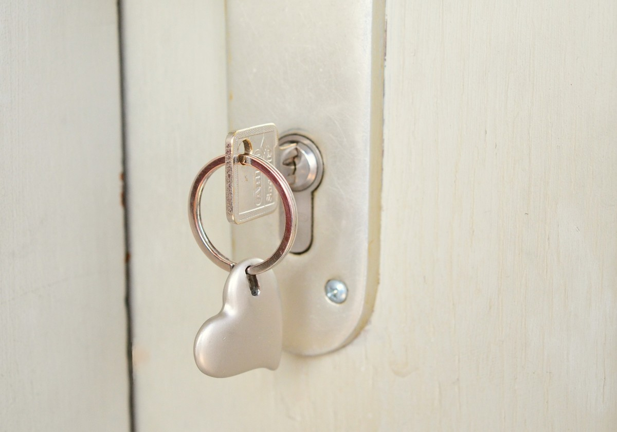 You've already given her the keys to your heart. Now you're ready to give her the keys to your home!