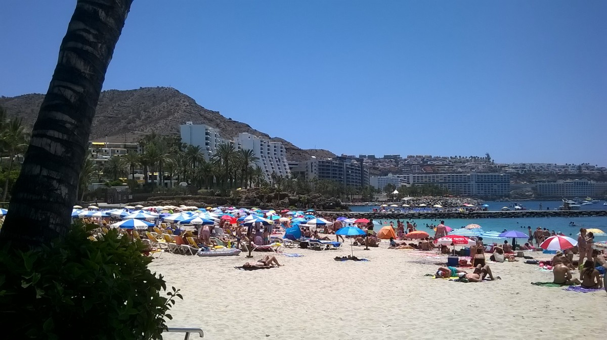 Safe seas and enticing sands at Gran Canaria