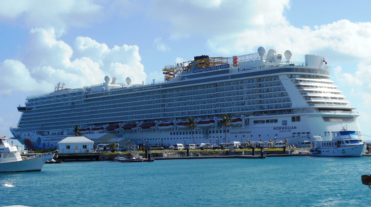 Norwegian Breakaway vs Gem Cruise Ship Review