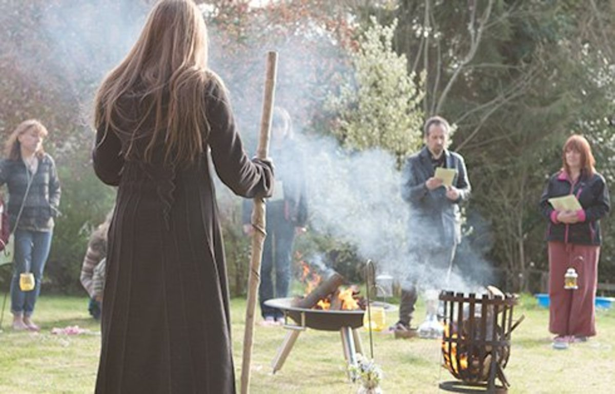 "Wiccans dress like ""normal"" people, even during ritual."