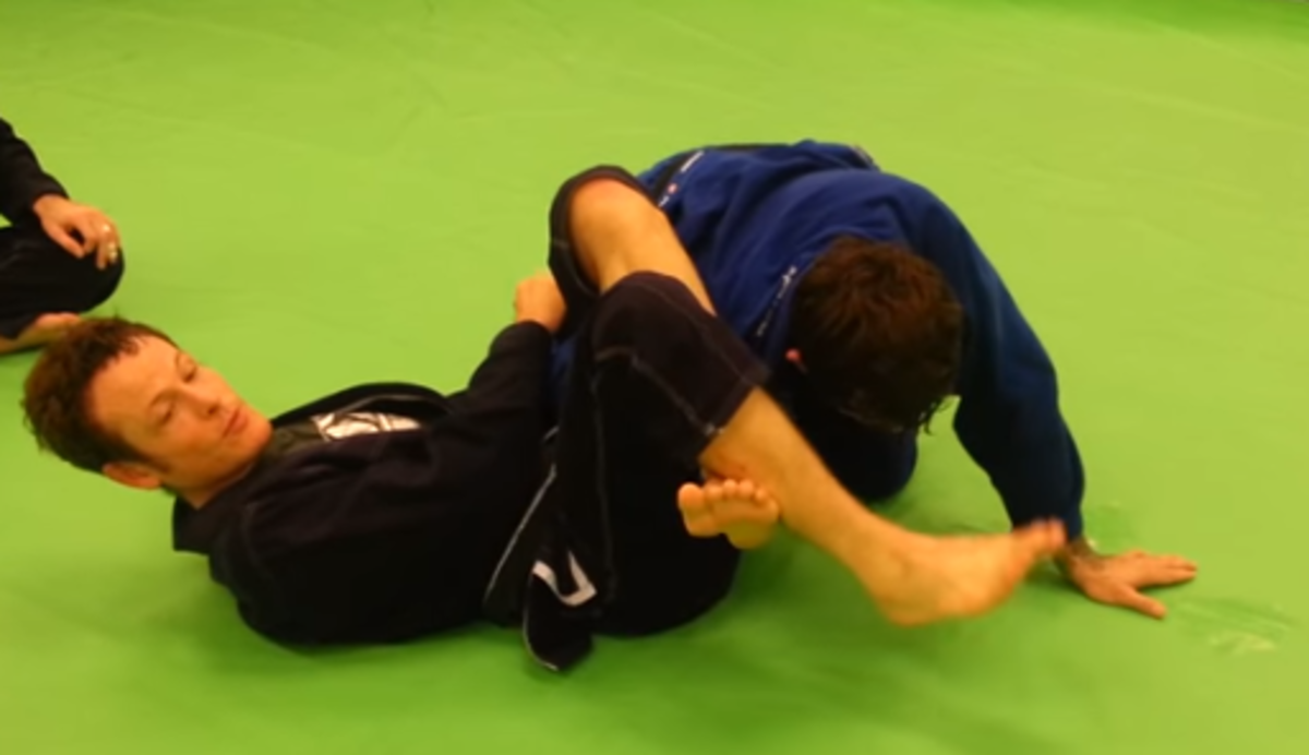 Using different methods to setup an omoplata.