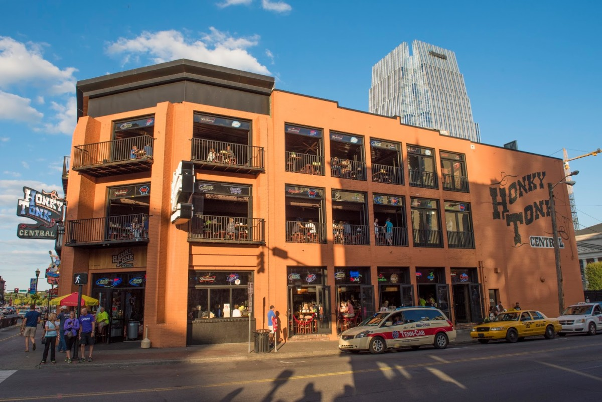 10 of the Best Nashville Bars on Lower Broadway (Honky Tonk Row)