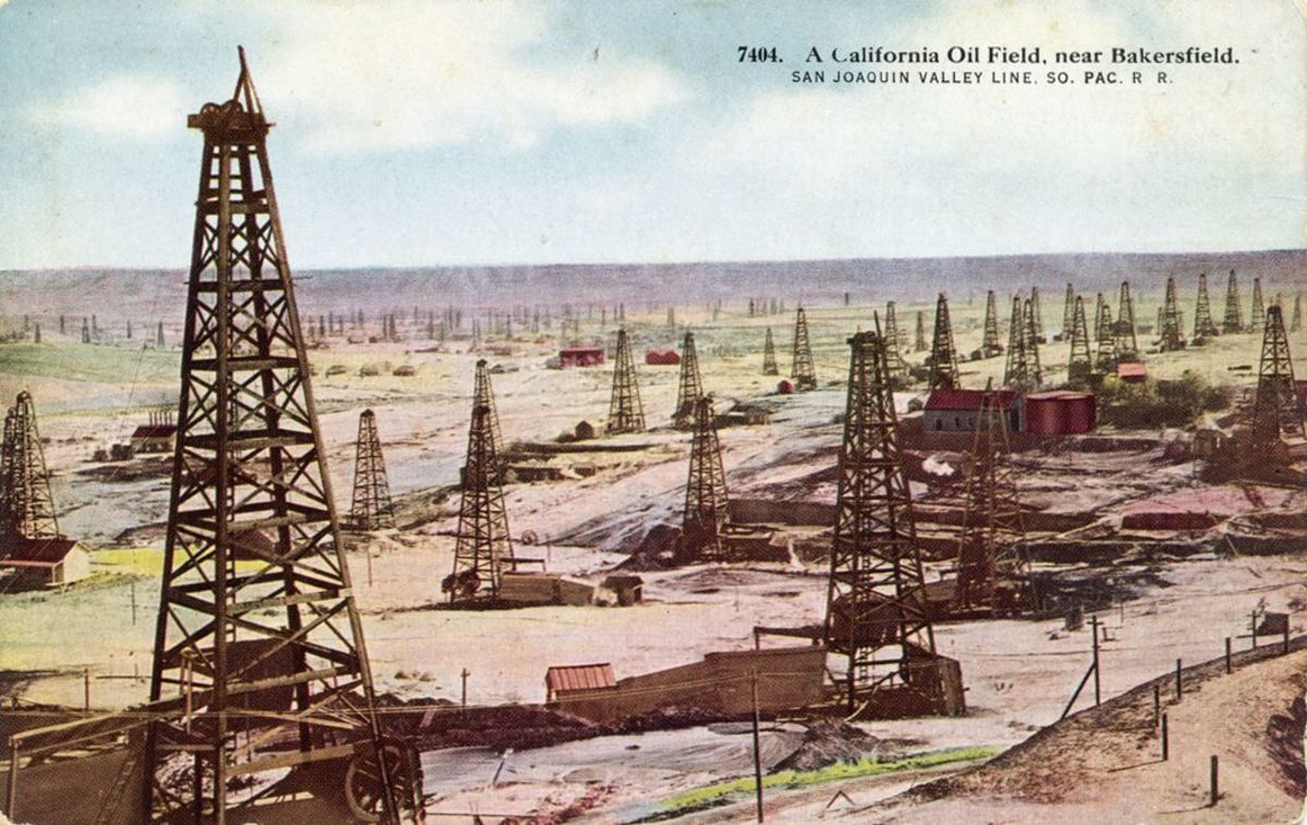 Early photos of Oildale. This one is from a postcard.