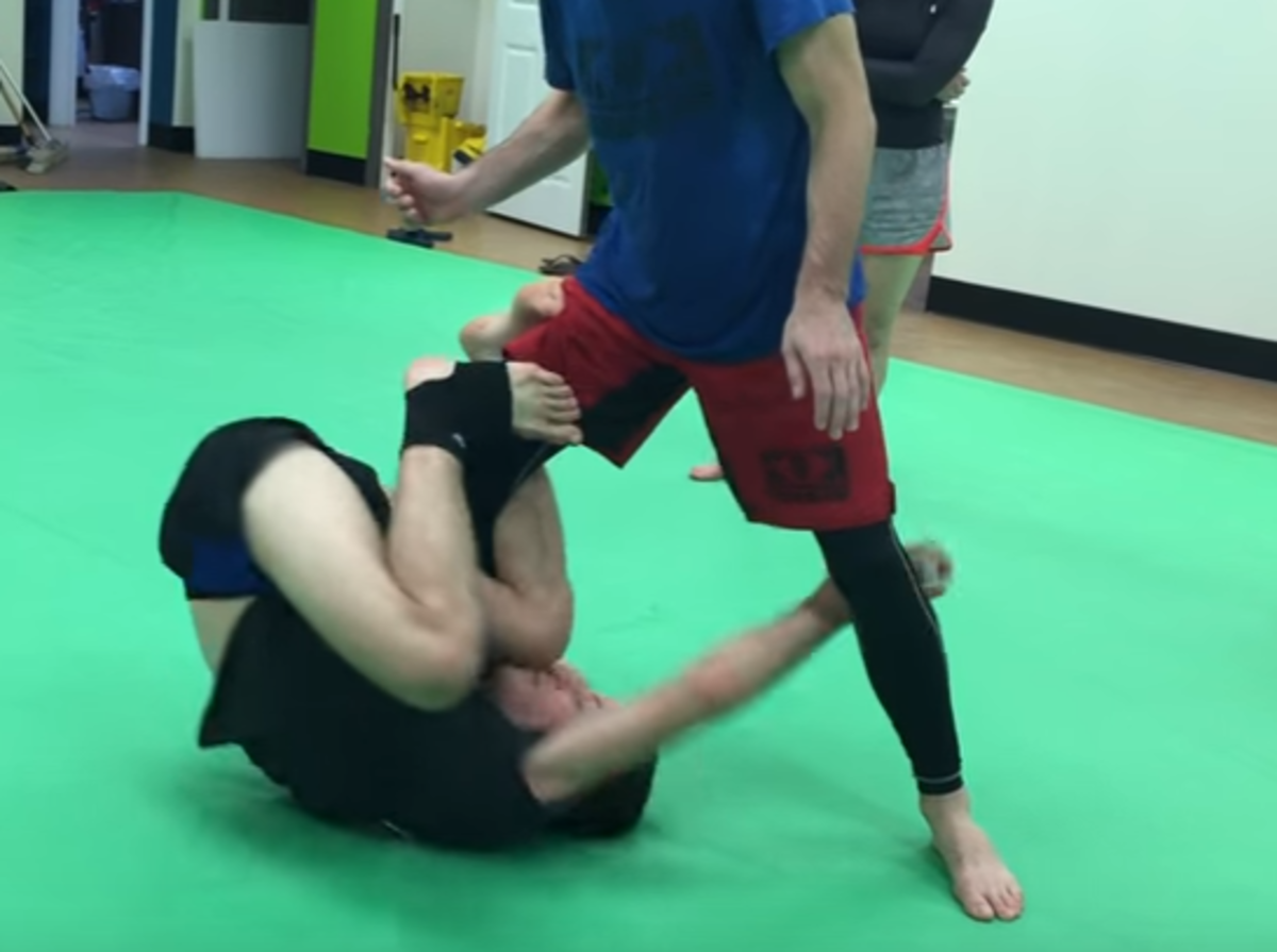 How to Take the Back From Reverse De La Riva Guard (a BJJ Tutorial)