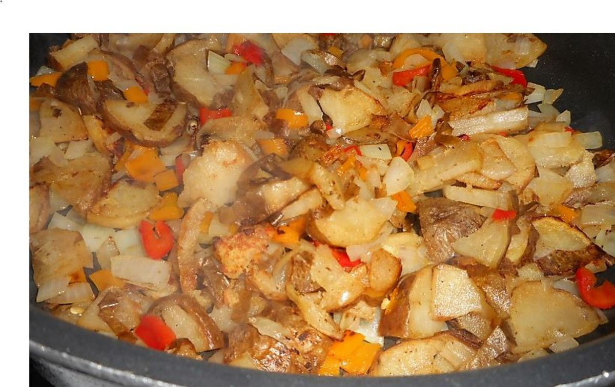 Minnesota Cooking: Fried Potatoes With Sausage, Sauerkraut, Onion, & Pepper