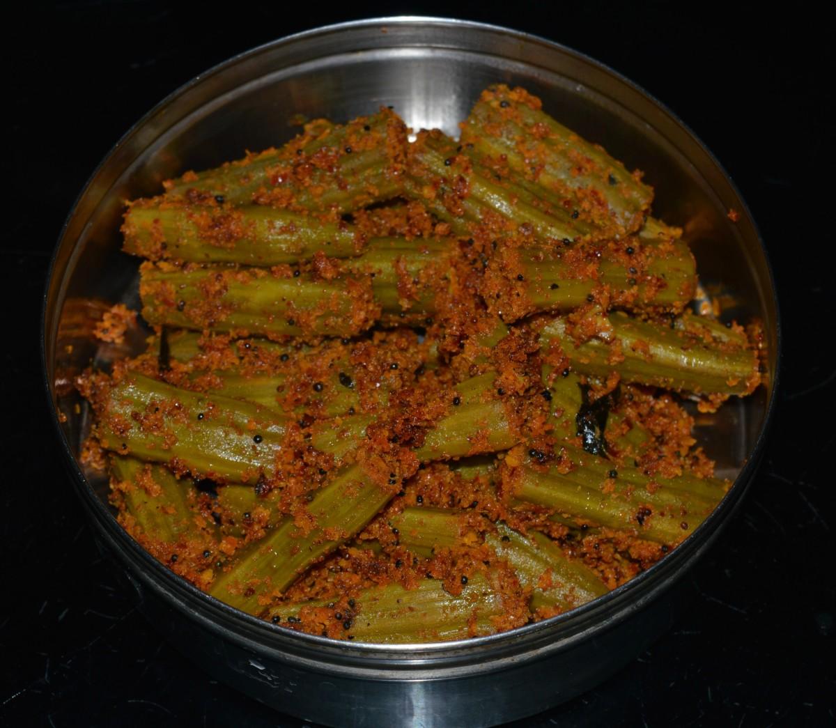 Making Drumstick (Nuggekayi) Curry