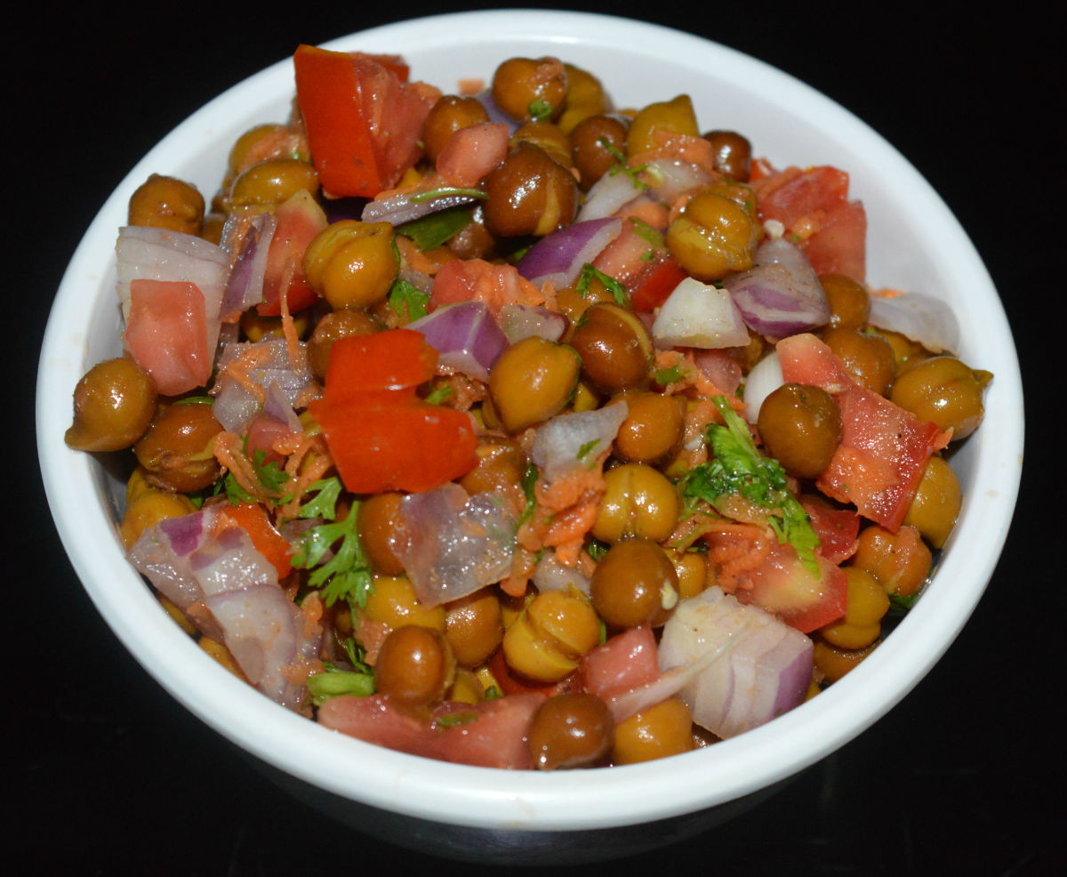 The completed chickpea salad (chana chat).
