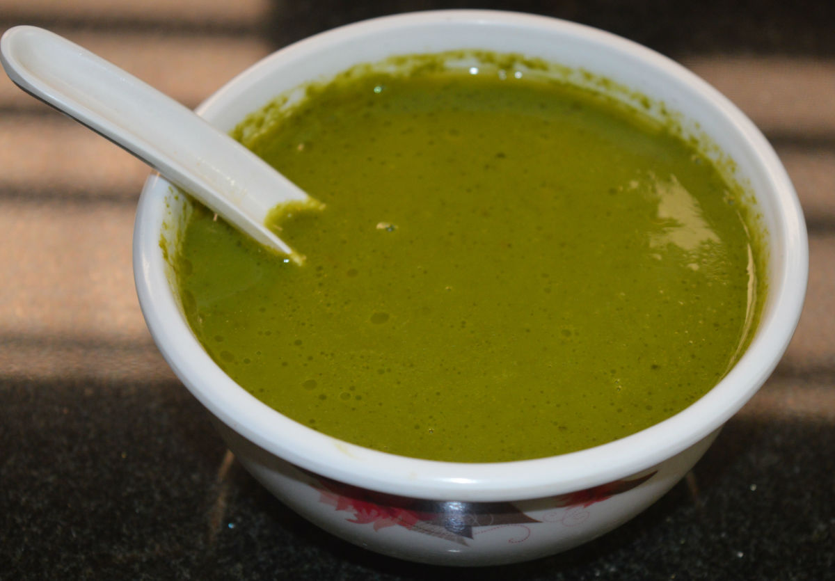 Easy Spinach, Fresh Pea, and Garlic Soup