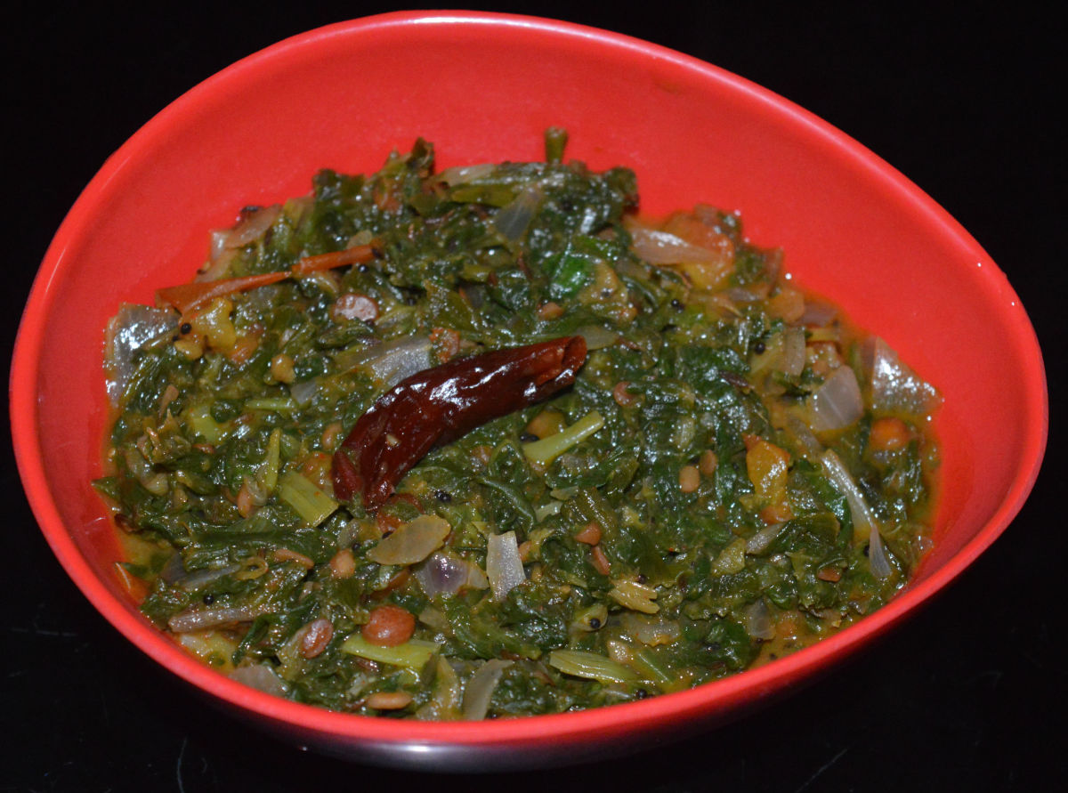 Spinach, Spring Onion, and Tomato Curry