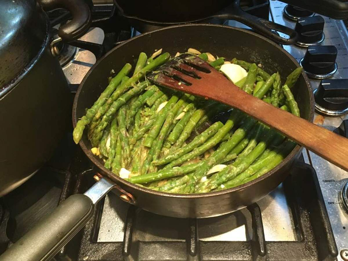 Asparagus in a Lemon, Egg, and Garlic Sauce Recipe