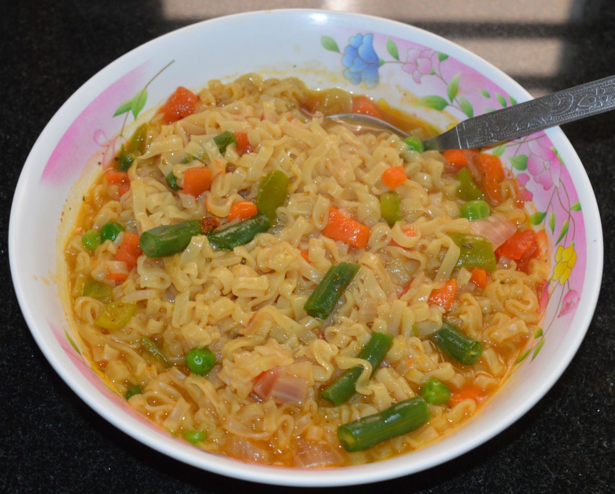 How to Make Instant Noodles With Fresh Vegetables