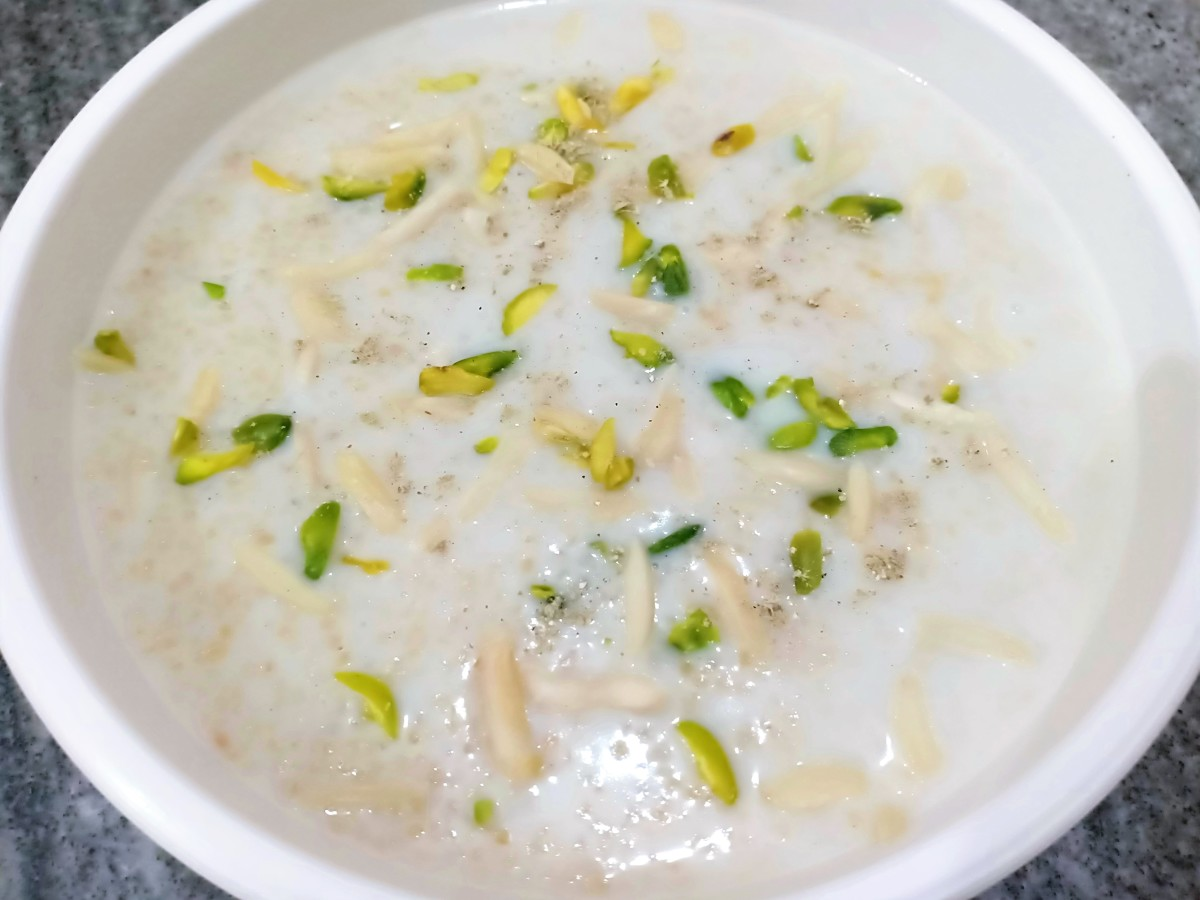 How to Make Meetha Daliya (Sweet Wheat Porridge)