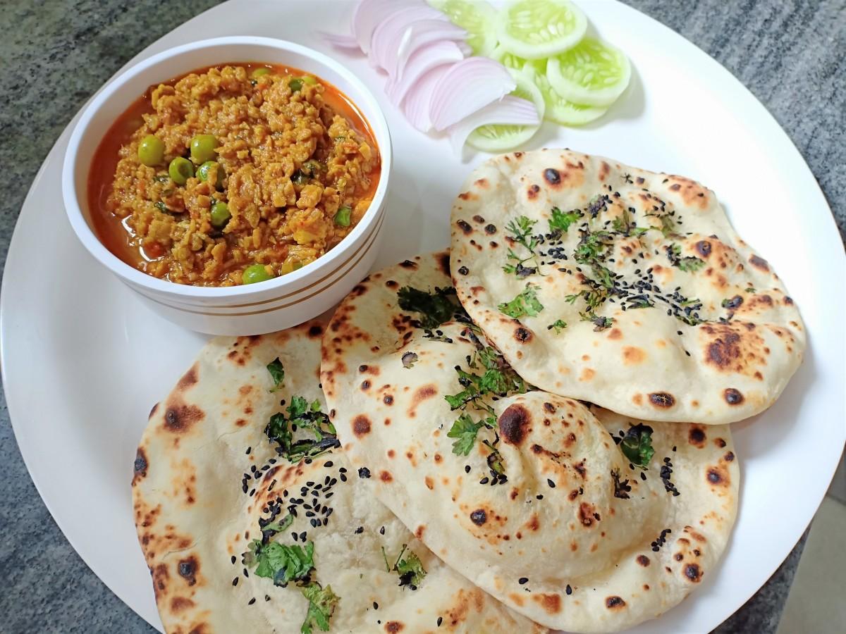 Tawa naan served with veg kheema masala, a soya granules dish.