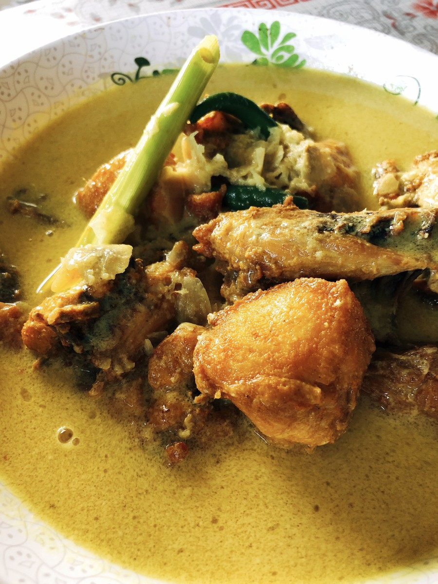 Ayam Masak Lemak (Malaysian Chicken With Creamy Coconut Milk)
