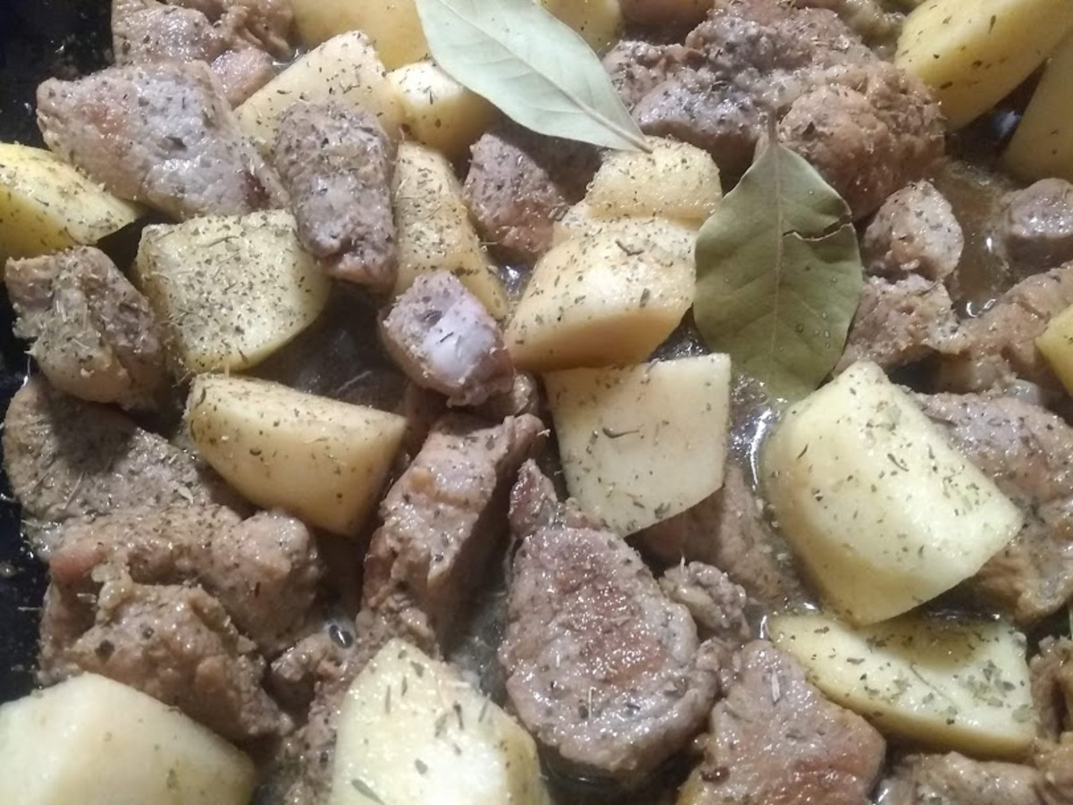 Slow-cooked pork with apples and beer