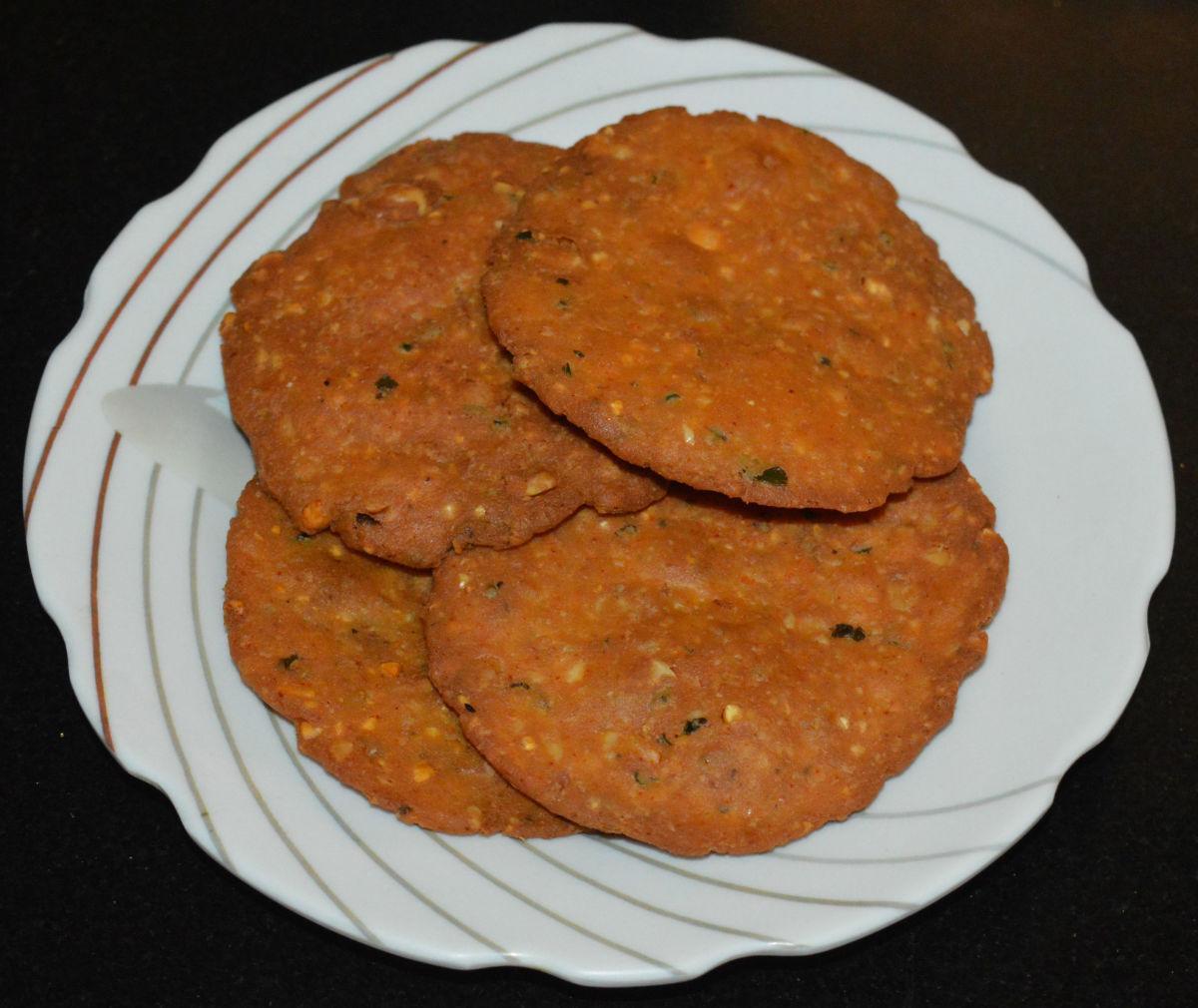 How to Make Crispy Nippattu (Deep-Fried Spicy Rice Crackers)